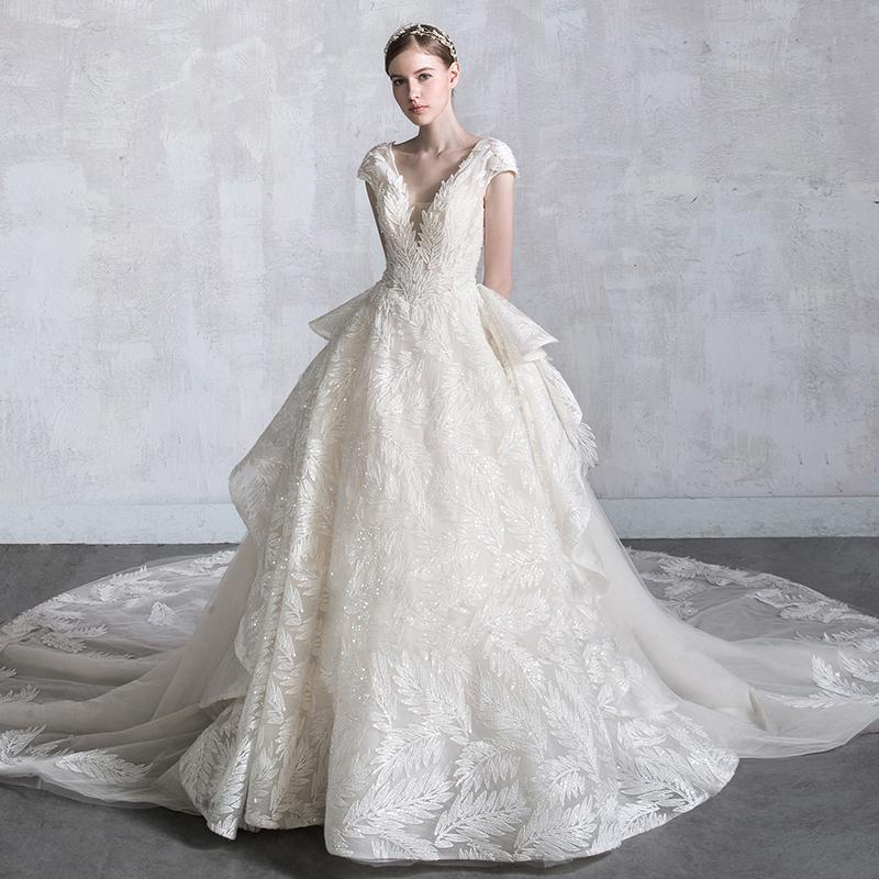 主婚纱礼服2018新款女显瘦公主新娘森系梦幻V领长拖尾轻抖音同款
