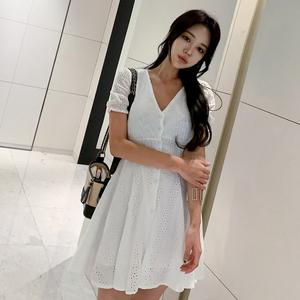 【高档女装】2533#2019夏季韩版雕刻镂空V领短袖高腰显...
