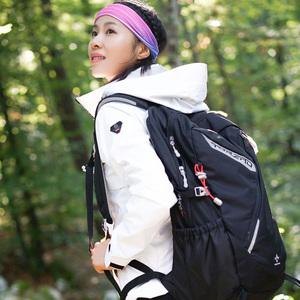 探路者外套女 18春夏新款户外女式防风防水透气徒步外套KAEG82526
