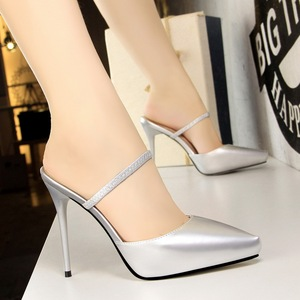 8902-1 in Europe and the contracted fine with ultra high women's shoes with pointed and cool slippers waterproof pa