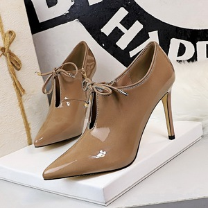 6236-1 the European and American fashion high-heeled paint pointed bind V to hollow out sexy nightclub show thin deep op