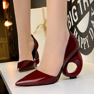 610-1 in Europe and the wind is high with hollow out with patent leather with circular shallow pointed mouth show thin a