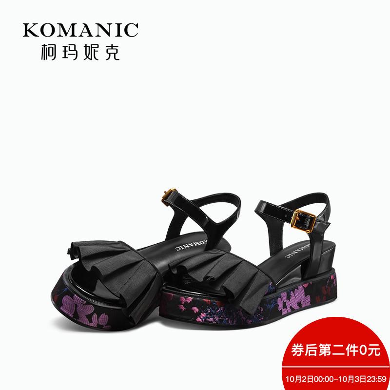 柯玛妮克 2018夏季新款紫色女鞋 露趾防水台一字带高跟坡跟女凉鞋