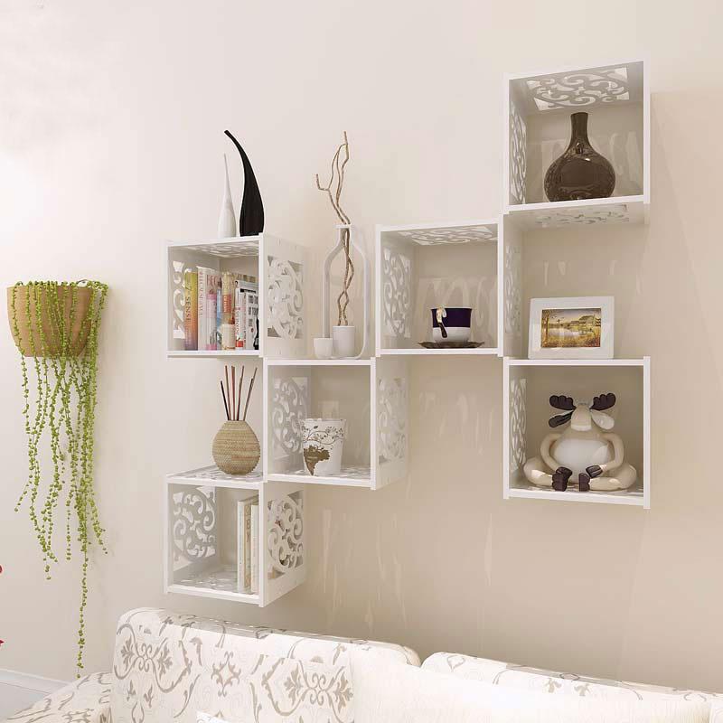 Полки на стену в интерьере фото в гостиной своими руками
