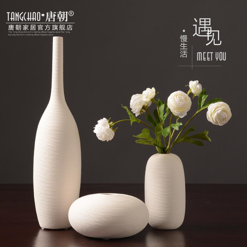 唐朝白色陶瓷花瓶摆件