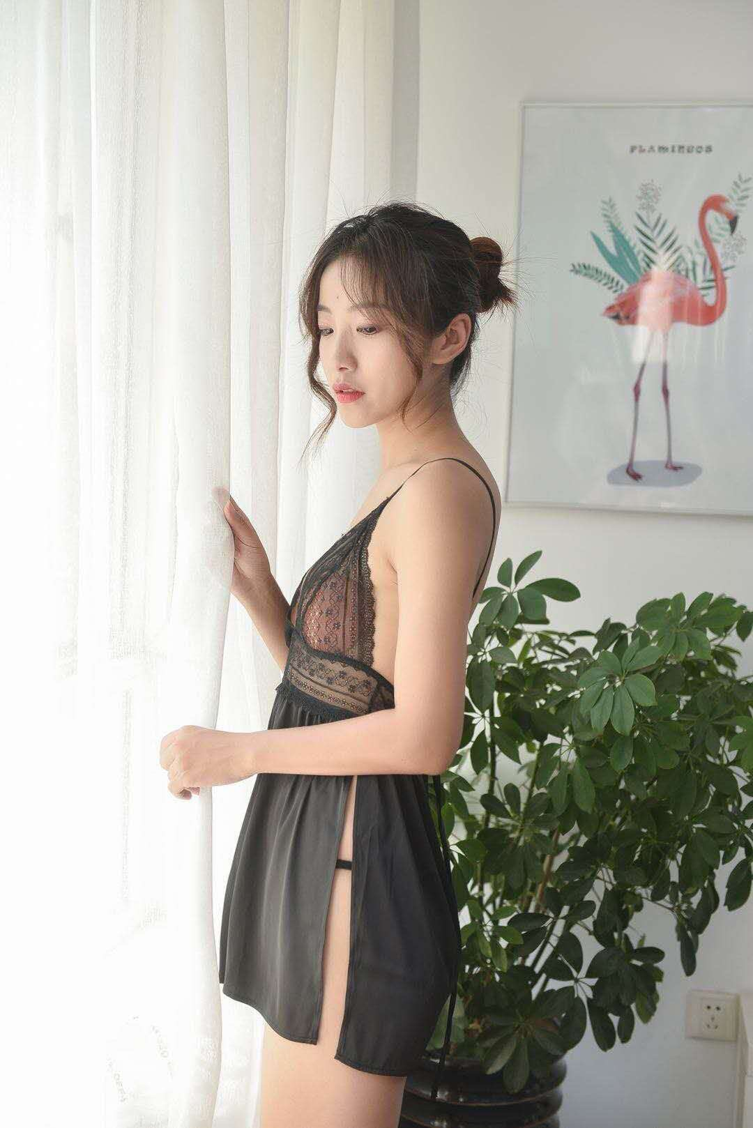 性感睡衣女夏季薄款冰丝透明骚侧开衩蕾丝诱惑露背短吊