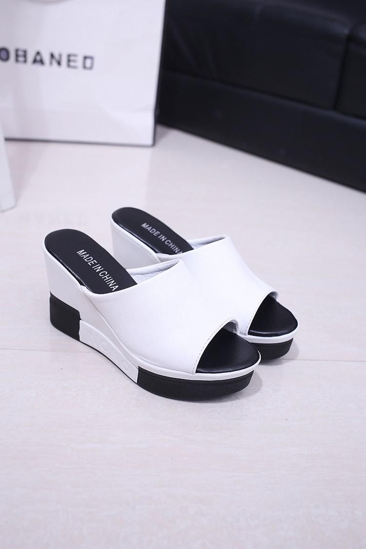 今年很流行的时尚坡跟鱼嘴拖鞋出来啦! 又是一个爆款哦!图片