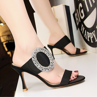 566-1 the European and American wind fashion sexy high-heeled party big diamond metal buckle silk cool slippers, a word