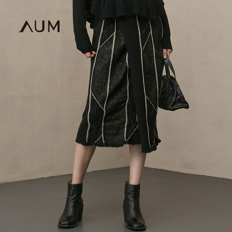 AUM噢姆玛丝菲尔2018冬季新款不规则提花毛边中长裙条纹女半身裙