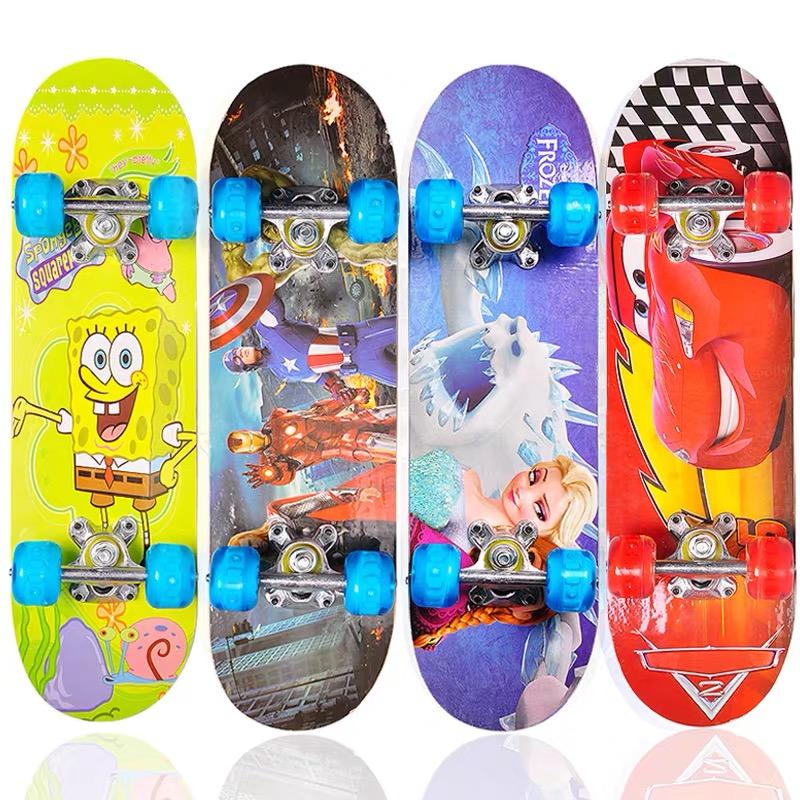 初学者滑板儿童四轮滑板车闪光青少年专业双翘板小孩童车