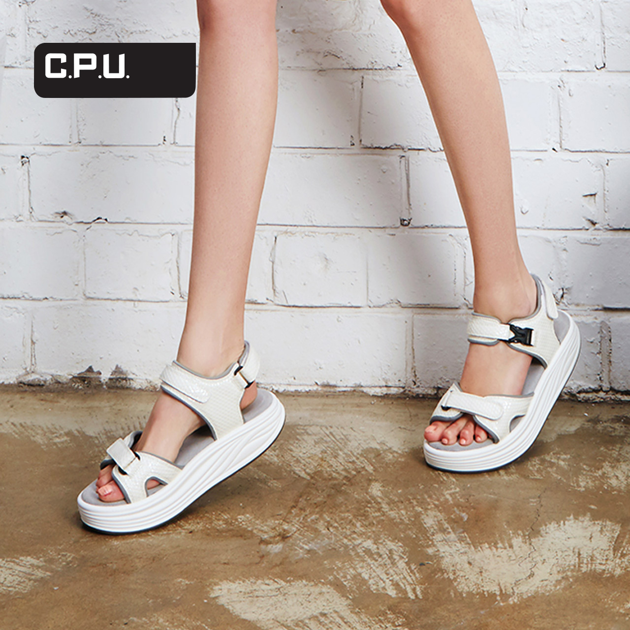 C.P.U.Rabu Rabu时尚舒适摇摇鞋夏凉鞋女压纹潮酷女款凉鞋