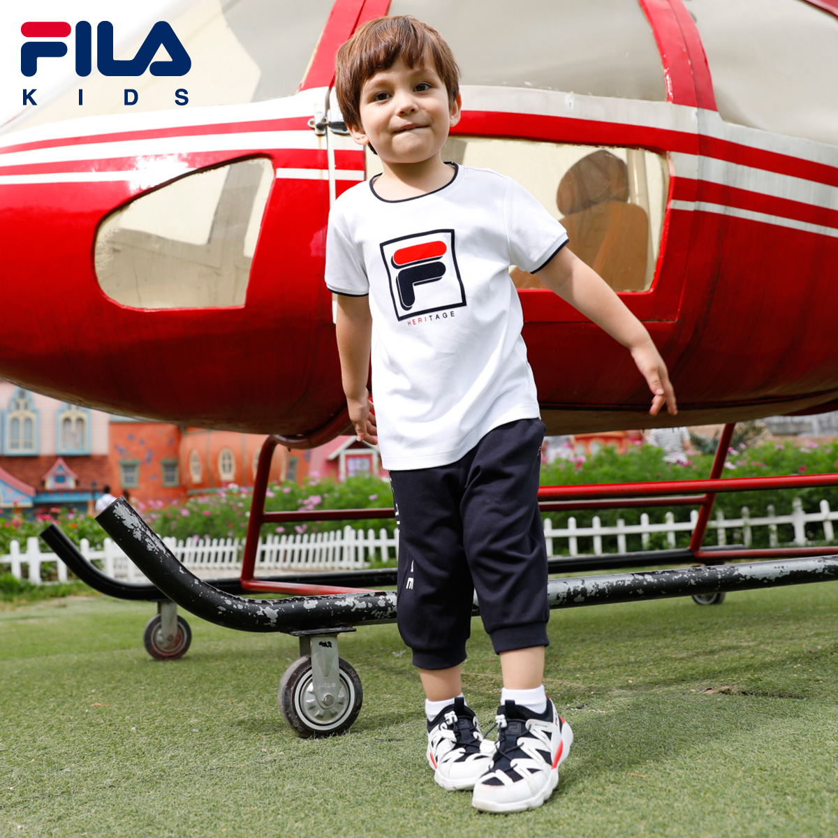 FILA斐乐童装夏季新款男小童短袖套装舒适LOGO短T恤五分裤子2018