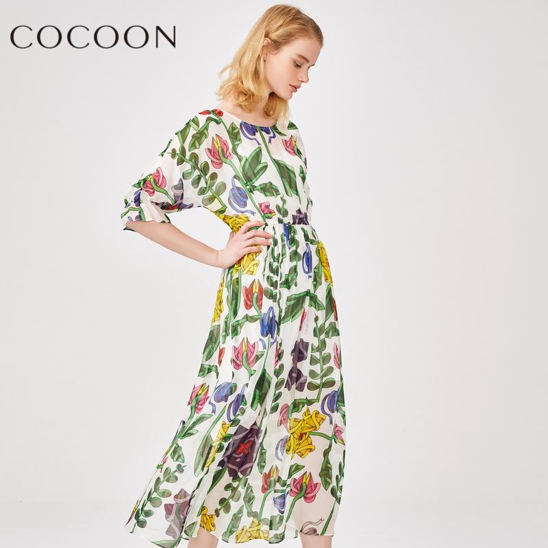 可可尼2018夏装新品女装植物印花五分袖桑蚕丝收腰连衣裙