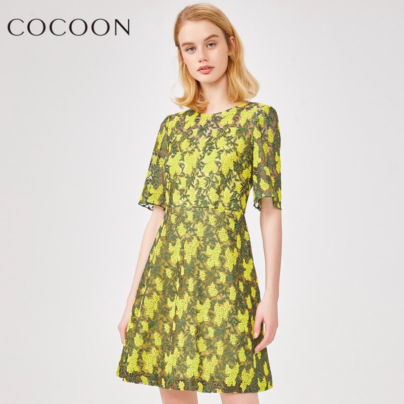 可可尼2018夏装新品女装镂空绣花五分袖中长款连衣裙