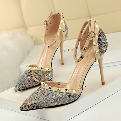 3262-2 in Europe and the fine sexy high-heeled shoes women with high light with a word mouth pointed hollow metal rivet