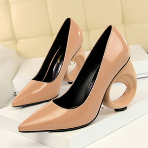 600-1 the European and American wind fashion sexy nightclub show thin heels hollow out with paint shallow mouth pointed