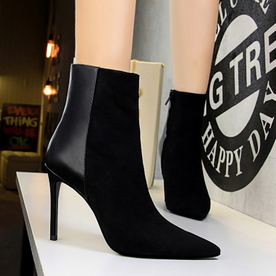 126-1 in Europe and the contracted short tube female boots fine with sexy high-heeled suede splicing tines nightclub sho