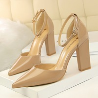 293-1 in Europe and the wind with hollow hollow out patent leather fashion simple thick with high light mouth pointed a word and women sandals