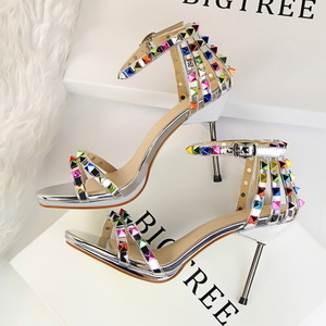 9923-5 in Europe and the sexy nightclub thin Roman style shoes high heel with color rivet one word with sandals
