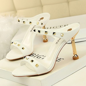 8312-1 the European and American fashion sexy women sandals with high-heeled shoes with thin metal suede rivet word brin
