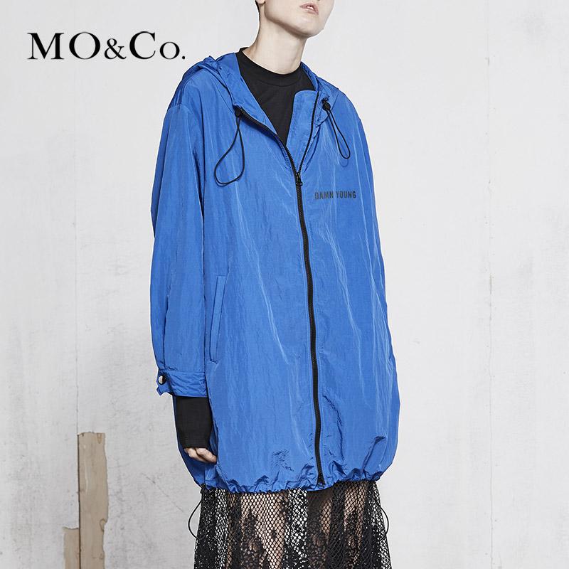 MOCO18年春季新品连帽可调节抽绳胶印风衣外套MA181JKT117 摩安珂