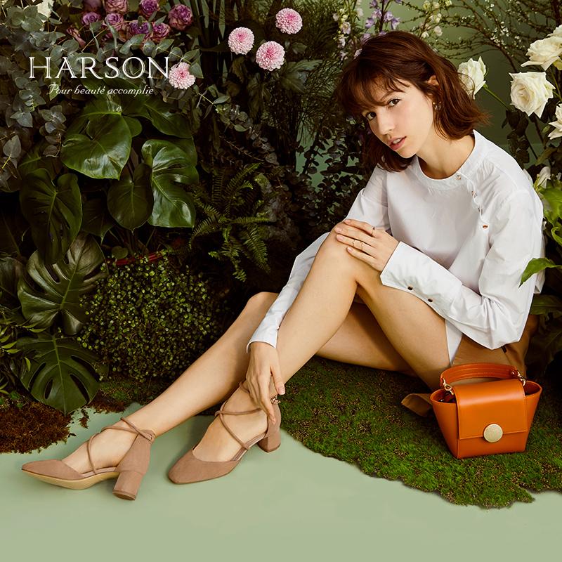 哈森2018夏季新款复古羊皮方头女单鞋 一字绑带粗跟凉鞋女HM82407