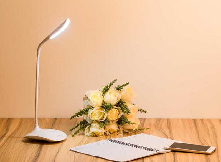 多功能台灯带给你温馨的家庭氛围