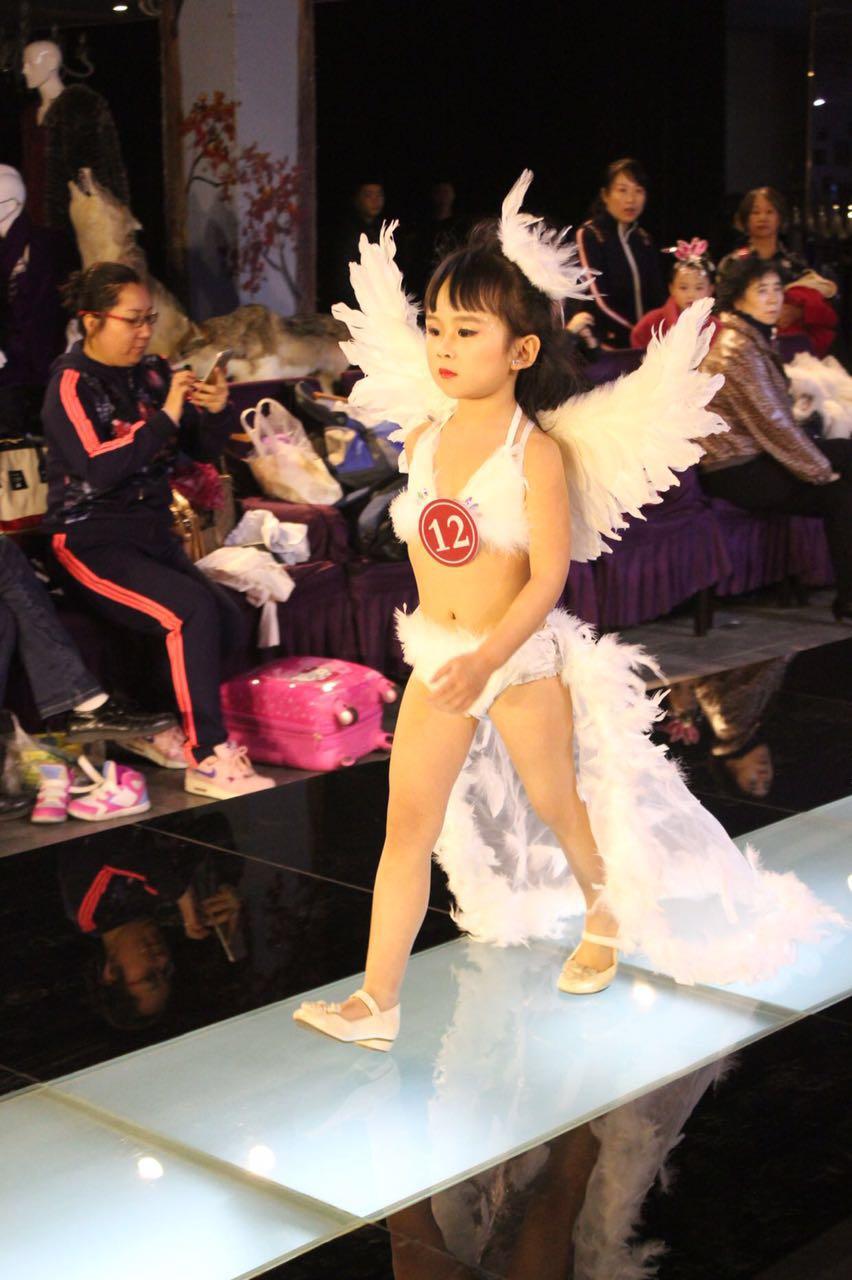 儿童女童演出服创意走秀服比基尼表演服白色天使拖尾道具