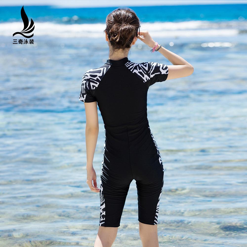 三奇泳衣女保守连体平角专业显瘦遮肚短袖防晒大码运动温泉游泳装