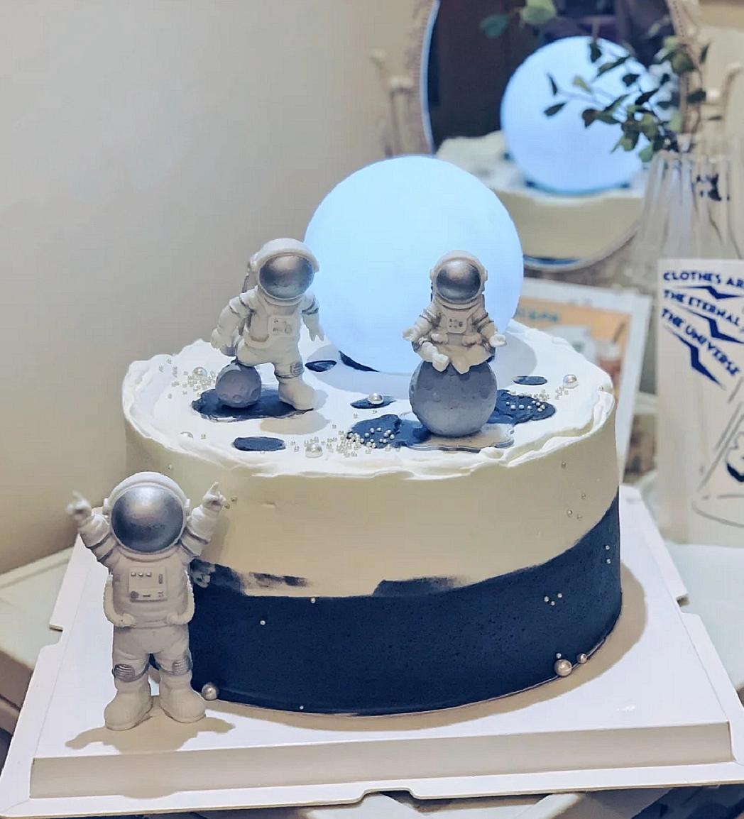 卡通生日蛋糕装饰摆件软陶月亮宇航员宇宙飞船星球火箭装饰插牌