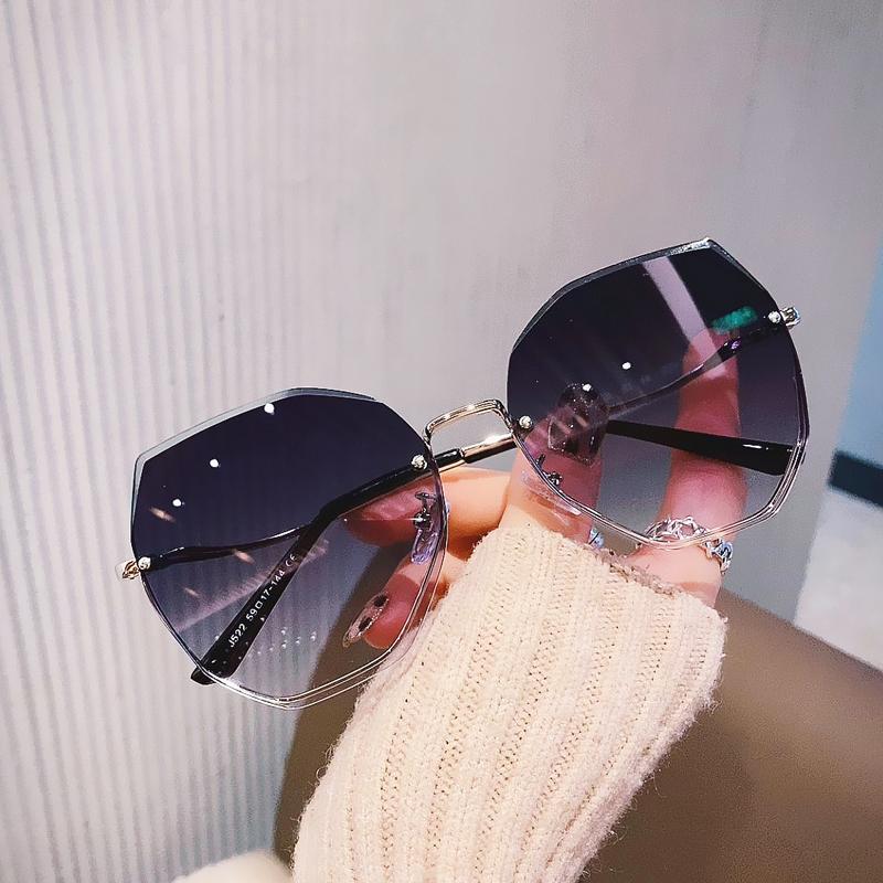 2021年新款时尚多边形无框太阳镜女圆长脸韩版街拍气质浅色墨镜潮