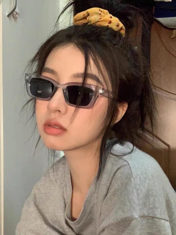 Jennie同款联名高级感长方形猫眼街拍复古显脸小墨镜太阳眼镜女