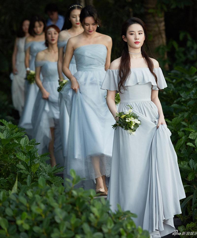 刘亦菲伴娘礼服一字肩同款长雪纺伴娘团姐妹晚礼服结婚新款蓝紫