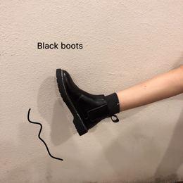 春季2019新款黑色靴子圆头PU气质百搭松紧带平跟女鞋子