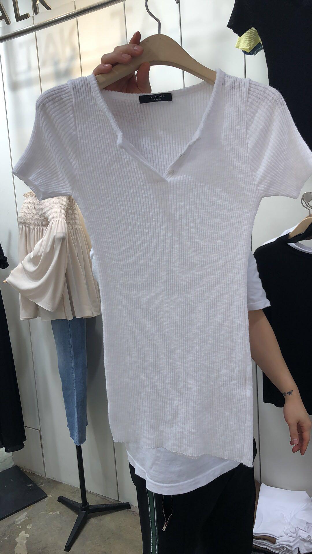现货TALK TALK韩国东大门女2019夏季V领螺纹短袖三粒扣打底衫T恤