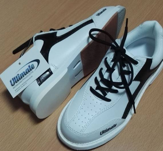 The stadium sells novel styles Ultimate export brand Professional bowling shoes Men's models