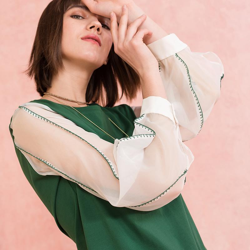 熙世界九分袖灯笼袖T恤女2018春装新款复古几何刺绣上衣111LT142