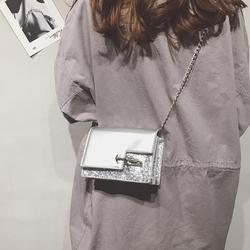 链条迷你小包包上新女2018新款时尚百搭漆皮锁扣小方包单肩斜挎包