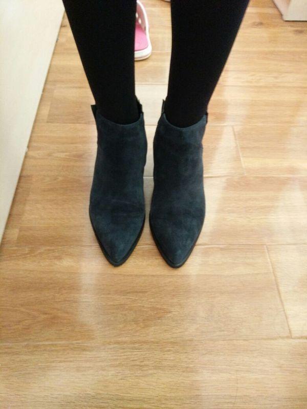 尺码合适。拍的41码的,有点宽松,估计40码也能穿。鞋头很尖会显的脚长!虽然我脚也不小!