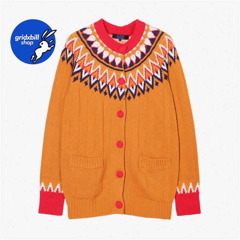 折扣 SJYP BLACK 18秋冬 駝色復古提花紋撞色紐扣口袋羊毛針織衫