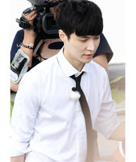 Exo Zhang Yixing propose marriage with the same paragraph long-sleeved white shirt plus black small tie shirt should aid clothes jacket