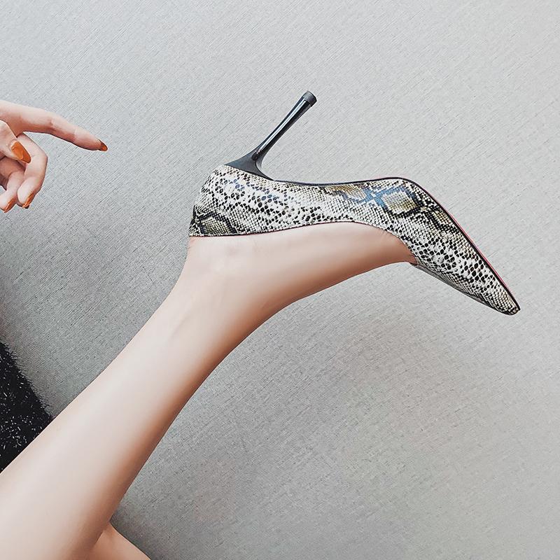 卡卡妮亚欧洲站女鞋性感蛇纹高跟鞋女细跟夜场尖头单鞋女2019新款