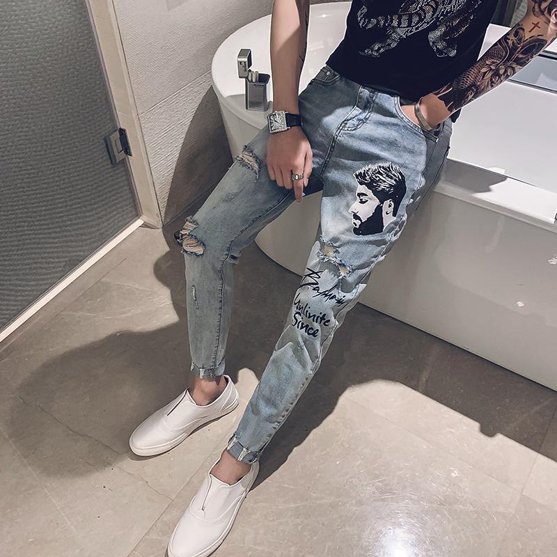 男士牛仔裤夏季九分裤潮流时尚社会小伙印花潮牌破洞修身小脚裤子