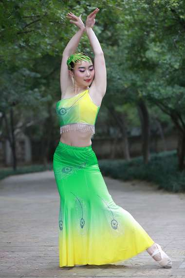 Lian Xin Huang Green Excessive Yi Peacock Dance Performance Costume Minority Costume Sticky Drill Shoulder Fishtail