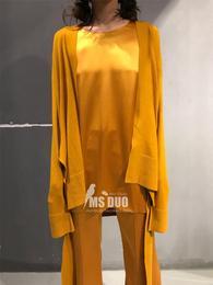 正品 国内设计师品牌 19早春 姜黄色羊绒开衩绑带百搭开衫/喇叭裤