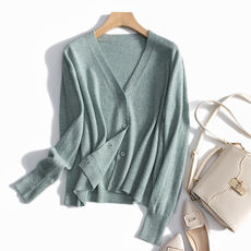 Atmospheric intellectual beauty ~ greed for its gentle ~ lazy fan for imported wool soft V-neck knit cardigan women