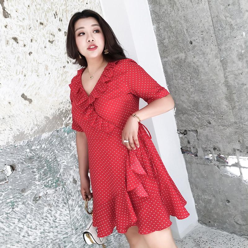 200斤胖mm连衣裙大码女装春夏新款复古红色波点度假风显瘦连衣裙