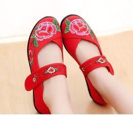 老北京儿童绣花鞋 彝族苗族绣花鞋学生表演出舞蹈布鞋女民族鞋