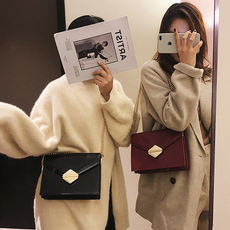 Chic small bag female 2018 new Korean fashion lock single shoulder small square bag ins wild chain Messenger bag