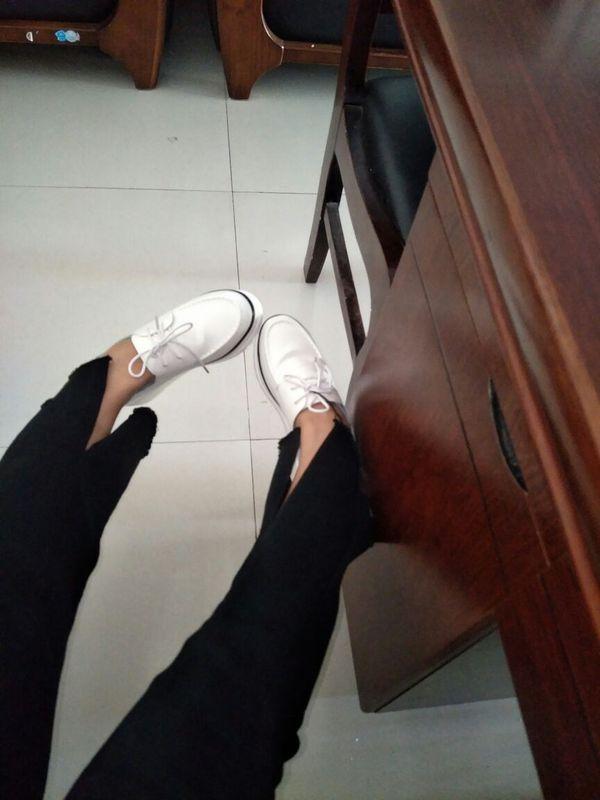 """""""鞋子收到觉得么么哒,不错哦!底的厚度是我想要的,鞋子也很轻,喜欢的亲们可以速速拍下喽哦"""""""